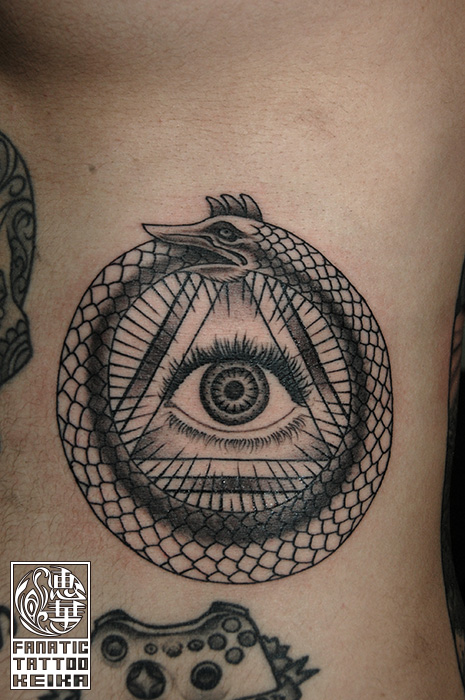 ウロボロスの輪と目のタトゥー uroboros Eye tattoo /Keika_FanaticTattoo