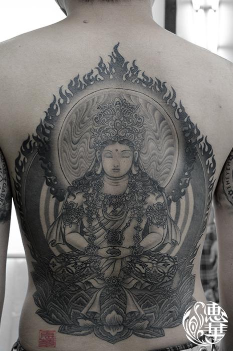 大日如来・和彫り・背中・抜き彫り・カラス彫り・神様・人物・Japanesestyle Tattoo・Dainichi Buddha
