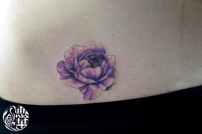 ワンポイント・花・バラ・腰・Flower・Rose・Small tattoo