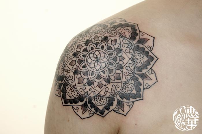 曼荼羅のトライバルタトゥー,Mandala,Tribal Tattoo,刺青・タトゥースタジオ 女性彫師 恵華-Keika-