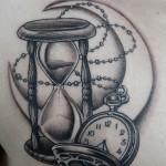 砂時計と時計に月のブラック&グレータトゥー,Sandglass,Clock,Moon,Black&Gray,Tattoo,刺青・タトゥースタジオ 女性彫師 恵華-Keika-