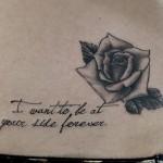 バラとレターのタトゥー,Rose,Letter Tattoo,刺青・タトゥースタジオ 女性彫師 恵華-Keika-