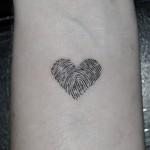 指紋ハートのワンポイントタトゥー,fingerprint,Heart,Small tattoo,Tattoo,刺青・タトゥースタジオ 女性彫師 恵華-Keika-