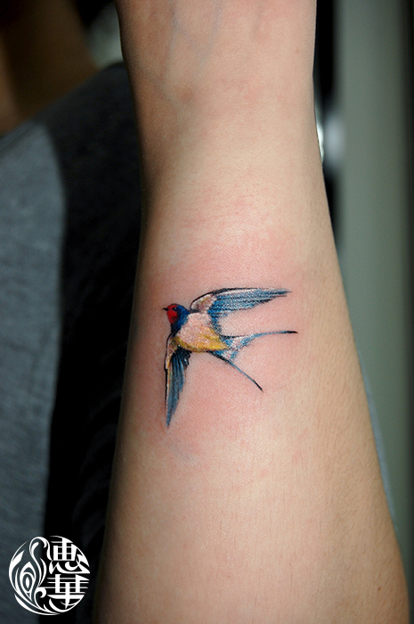 ツバメのワンポイントタトゥー,Swallow,Small Tattoo,刺青・タトゥースタジオ 女性彫師 恵華-Keika-