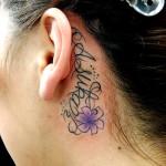 耳裏レターとユリのワンポイントタトゥー,Letter,Lily,Small Tattoo,刺青・タトゥースタジオ 女性彫師 恵華-Keika-