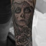 シュガースカルメイクの女性タトゥー – Skull,Girl,Black&Gray Tattoo