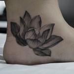 蓮のブラック&グレータトゥー,Lotus,Black&Gray,Tattoo,刺青・タトゥースタジオ 女性彫師 恵華-Keika-