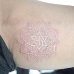 曼荼羅と星のホワイトタトゥー,Mandala,Star,White Tattoo,刺青・タトゥースタジオ 女性彫師 恵華-Keika-