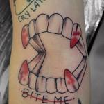 歯のアメリカントラディショナルタトゥー,tooth,American traditional,Tattoo,刺青・タトゥースタジオ 女性彫師 恵華-Keika-