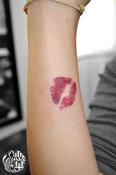 キスマークのワンポイントタトゥー,Kiss mark,Small Tattoo,刺青・タトゥースタジオ 女性彫師 恵華-Keika-