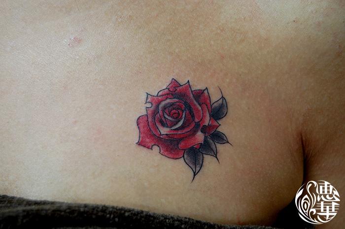 バラのワンポイントタトゥー,Rose,Small Tattoo,刺青・タトゥースタジオ 女性彫師 恵華-Keika-