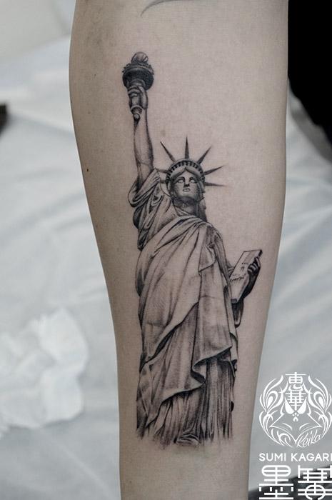 自由の女神像のブラック&グレータトゥー,Statue of Liberty Black&Gray Tattoo,刺青・タトゥースタジオ 女性彫師 恵華-Keika-