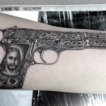 ピストル・拳銃のブラック&グレータトゥー Pistol Black&Gray Tattoo,刺青・タトゥースタジオ 女性彫師 恵華-Keika-