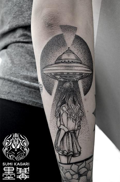 UFOと少女のタトゥー UFO Tattoo,刺青・タトゥースタジオ 女性彫師 恵華-Keika-
