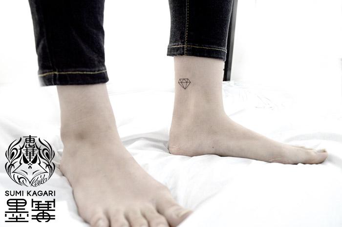 ダイヤのワンポイントタトゥー Diamond Small Tattoo,刺青・タトゥースタジオ 女性彫師 恵華-Keika-