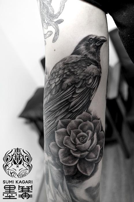 カラスのブラック&グレータトゥー,Raven,タトゥー,刺青,Tattoo,刺青,タトゥースタジオ,女性彫師,彫師,恵華,Keika