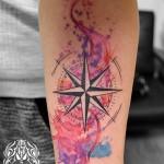 水彩とコンパスのタトゥー – Watercolor, compass Tattoo