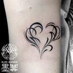 ハートトライバルのタトゥー,Heart tribal,タトゥー,刺青,Tattoo,刺青,タトゥースタジオ,女性彫師,彫師,恵華,Keika