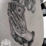 プレイハンドのブラック&グレータトゥー Praying Hand Black&Gray Tattoo,刺青・タトゥースタジオ 女性彫師 恵華-Keika-