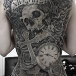背中一面,スカル,時計,クロスのブラック&グレータトゥー Skull,Clock,Cross Black&Gray Tattoo,刺青・タトゥースタジオ 女性彫師 恵華-Keika-