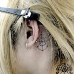 耳裏コンパスとイカリのワンポイントタトゥー,Compass,Anchor,Small Tattoo,タトゥー,刺青,Tattoo,刺青,タトゥースタジオ,女性彫師,彫師,恵華,Keika