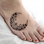 月のトライバルタトゥー – Moon, Trilal tattoo