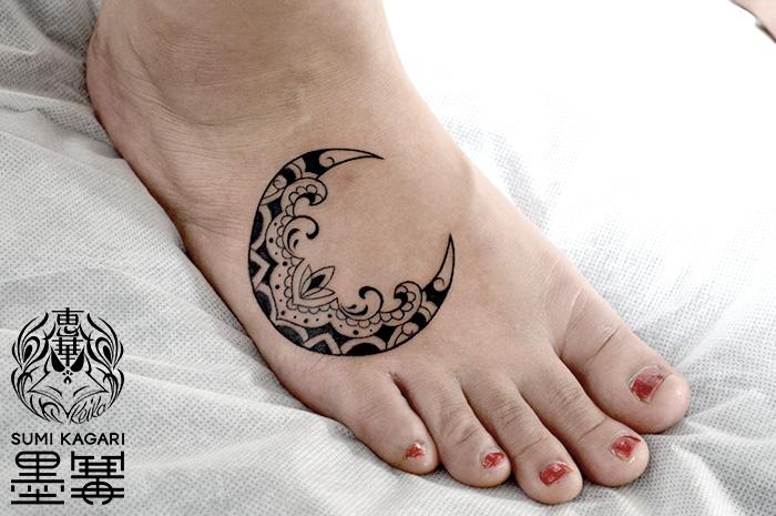 月のトライバルタトゥー、Moon,Trilal tattoo,タトゥー,刺青,Tattoo,刺青,タトゥースタジオ,女性彫師,彫師,恵華,Keika