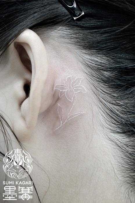ホワイトタトゥー,ユリ,ワンポイントタトゥー,タトゥー,刺青,Tattoo,刺青,タトゥースタジオ,女性彫師,彫師,恵華,Keika