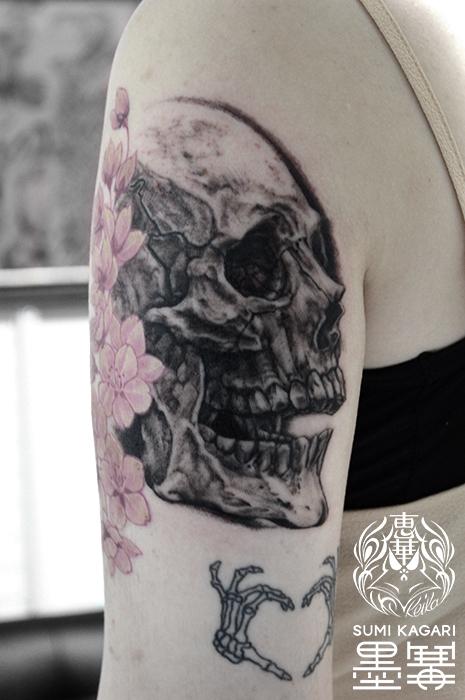 スカルのブラック&グレータトゥー,Skull,Tattoo,刺青,タトゥースタジオ,女性彫師,恵華,Keika