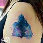 三角宇宙のカバーアップタトゥー – triangle,Watercolor Tattoo